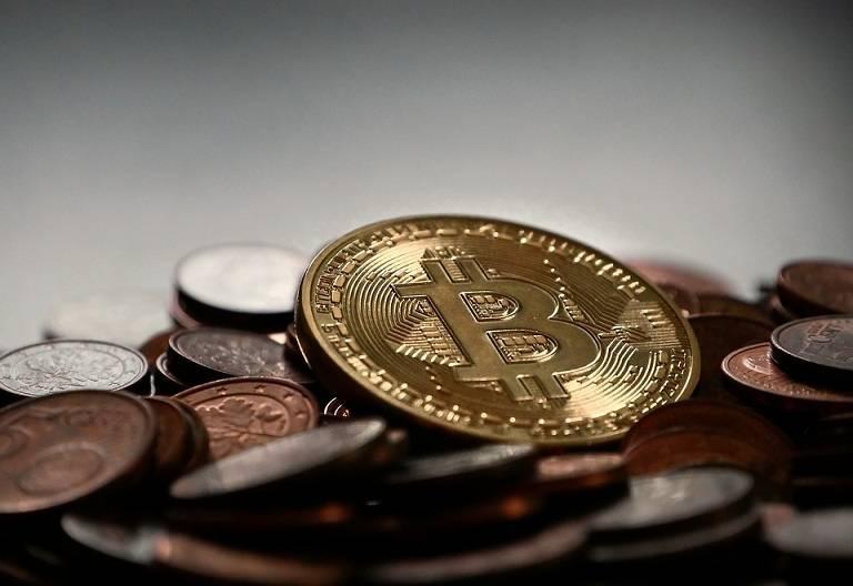 bitcoin-2007912_960_720