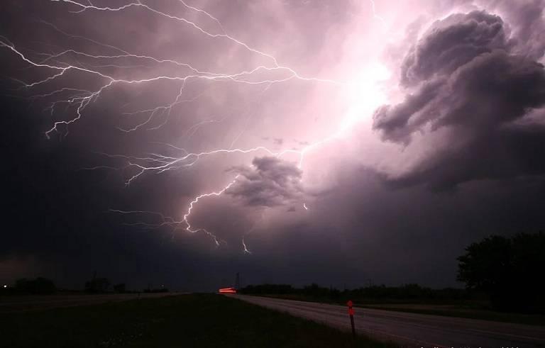 lightning-1056419_960_720.webp