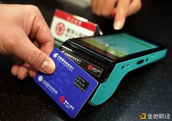 """数字人民币""""硬钱包""""首次亮相 能给生活带来哪些便利"""