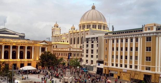 萨尔瓦多比特币法币化:商家必须处理BTC交易